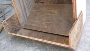 Годівниця для курей з дерев'яних ящиків