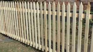 Підготовчі роботи до встановлення дерев'яного паркану
