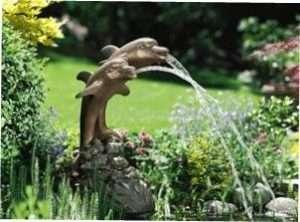 Кругообіг води у фонтані забезпечує циркуляційний насос