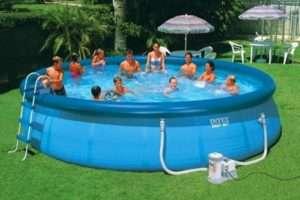 Безпечне купання в басейні завдяки соді