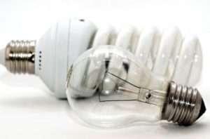 Які лампи вибрати для освітлення курятника