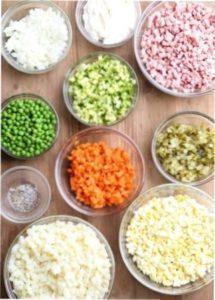 Рецепт готування простого і смачного салату олів'є в формі свинки до Нового року