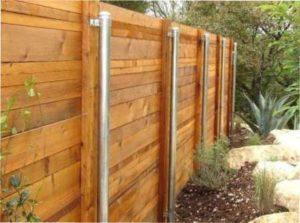 Зведення дерев'яного паркану на металевих стовпах своїми рукам