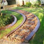 Види бордюру з бетону за новою технологією для садових доріжок з фото