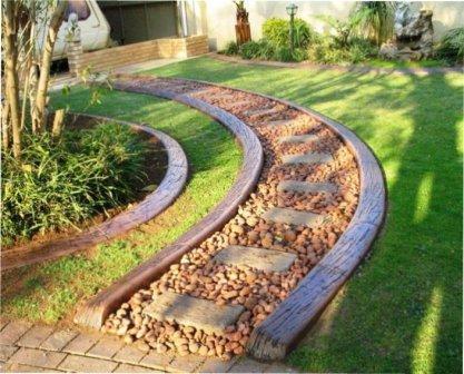 Бордюри для садової доріжки на дачі