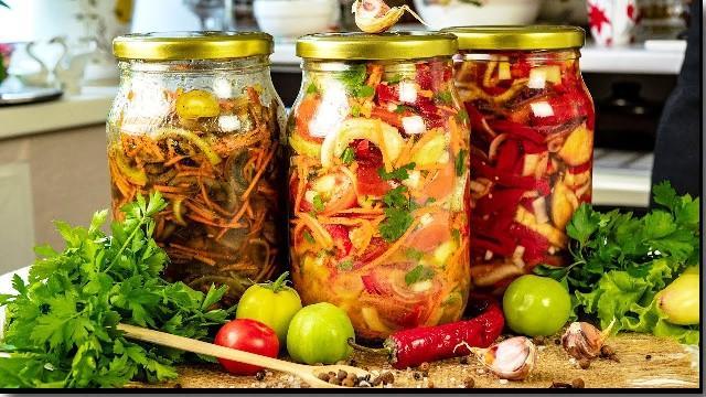 Прості і смачні салати на зиму: кращі рецепти