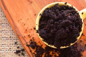 Підживлення розсади кавовою гущею